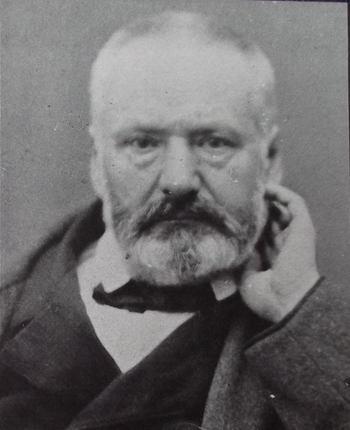 Portrait photographique de Victor Hugo, en 1861, face à l'objectif, avec la barbe, tel qu'il sera immortalisé.