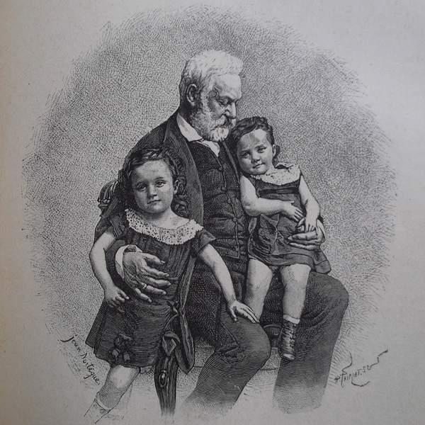 Gravure en noir et blanc qui représente Victor Hugo avec ses petits-enfants, Jeanne et Georges, sur ses genoux.