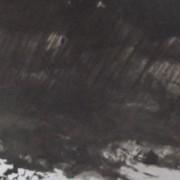 Sous de lourd nuages noirs qui crèvent au-dessus d'elle, une petite maison abrite de pauvres gens.