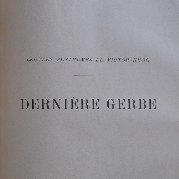 Deux titres sont inscrits sur cette page blanche : « ŒUVRES POSTHUMES DE VICTOR HUGO » et « DERNIÈRE GERBE ».