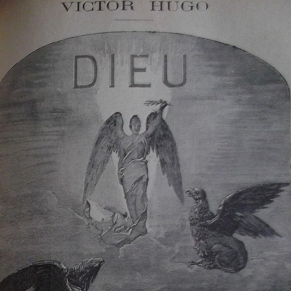 Gravure en noir et blanc qui représente un ange debout sur un nuage avec un griffon à ses pieds. Il est surmonté des lettres DIEU. Au-dessus de la gravure apparait VICTOR HUGO.