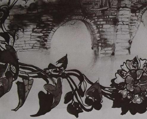 Ce détail d'un dessin de Victor Hugo représente une fleur à longue tiges entrelacées, une sorte de demoiselle, derrière laquelle apparaissent les piliers d'un pont.
