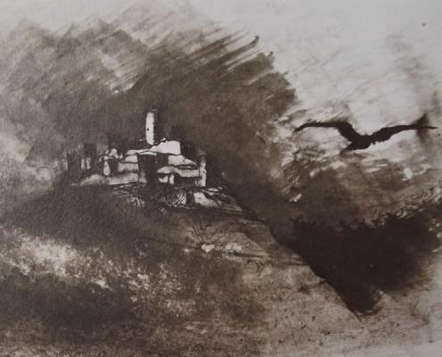 Ce détail d'un dessin de Victor Hugo représente une fortification sur un mont d'où s'éloigne un corbeau à tire-d'aile.