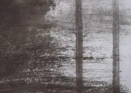 Ce détail d'un dessin de Victor Hugo représente deux traits parallèles et verticaux dans la brume et dans la nuit. Ils symbolisent l'infaillibilité.