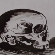 Ce détail d'un dessin de Victor Hugo représente un crâne humain, vu de profil.