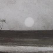 Ce détail d'un dessin de Victor Hugo représente un horizon de nature, avec un arbre seul sur l'horizon et, près de lui, le soleil couchant.