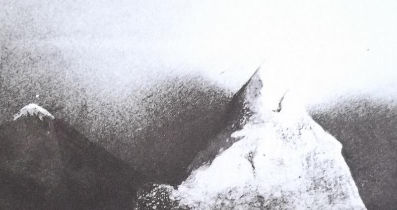 Ce détail d'un dessin de Victor Hugo représente deux sommets enneigés et le ciel au-dessus d'eux.