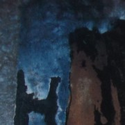 Ce détail d'un dessin de Victor Hugo représente une tour ocre et noire, sur fond de ciel bleu, accolée à deux formes sombres qui semblent se tenir par les bras (ou les manches) (ou les ailes si ce sont deux anges venus chercher Mahomet lors de l'an neuf de l'hégire).