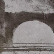 """Détail d'un dessin de Victor Hugo qui représente un pont joignant deux rives """"entre deux escarpements sombres""""."""