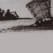 Une barque à voile s'éloigne d'un village en bord de berge.