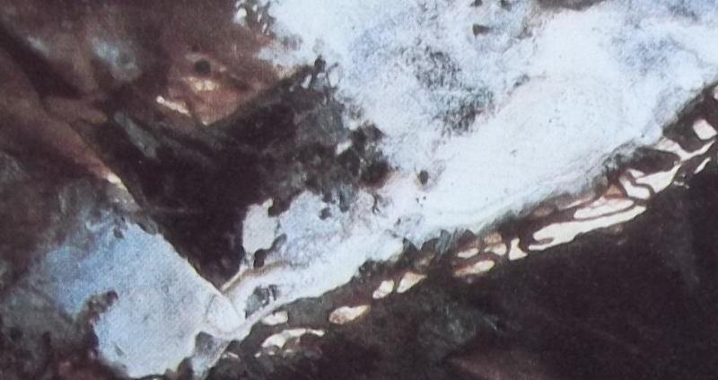 """Ce détail d'un dessin de Victor Hugo représente un voile d'écume d'argent sur le """"sombre océan""""."""