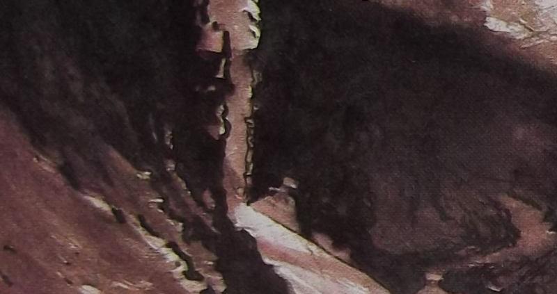 D'une fente dans la falaise, ou la muraille ?, jaillit un flot lumineux ; l'ombre s'étend tout autour. Croire en cette lumière naturelle.