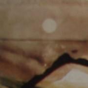 Ce détail d'un dessin de Victor Hugo représente une ligne d'horizon au-dessus de laquelle scintille le soleil, éblouissant tout. En bas à droite, l'écritoire du poète apparaît.