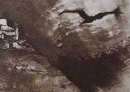 Ce détail d'un dessin de Victor Hugo représente un corbeau s'éloignant à tire-d'aile d'une bâtisse juchée sur un promontoire.