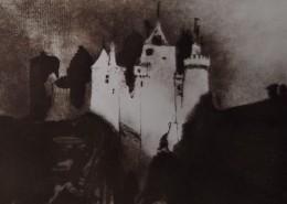 """Ce détail d'un dessin de Victor Hugo représente un manoir carré, éclairé par la lune, """"flanqué de tours, fort vieux, et d'aspect noir."""""""