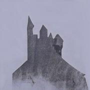 Ce détail d'un dessin de Victor Hugo représente la silhouette du donjon d'un château fort. Il s'agit là d'un pochoir.