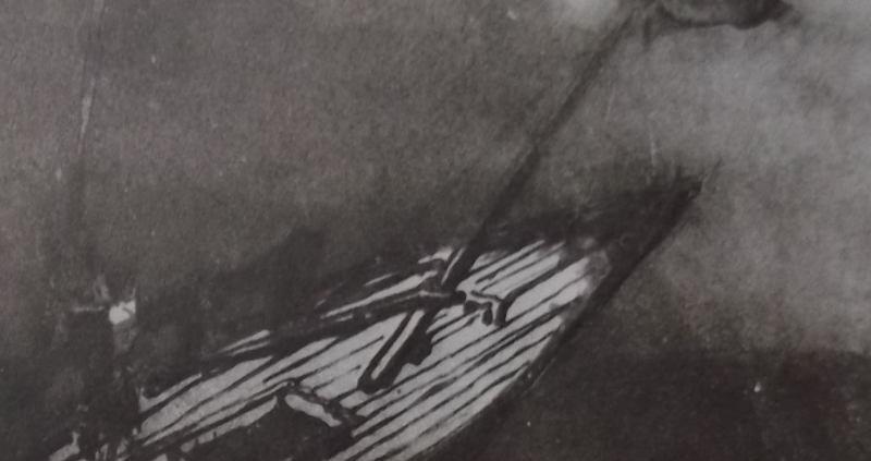Ce détail 'un dessin de Victor Hugo représente la proue relevée d'un navire en train de sombrer.