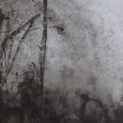 """Ce détail d'un dessin de Victor Hugo représente un """"bois plein de rêverie"""", avec de hautes herbes, un tronc qui s'élance vers le ciel et des fleurs des champs."""