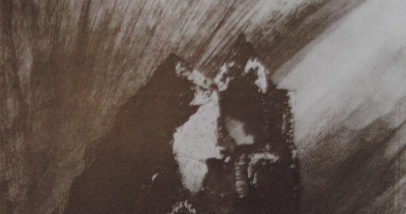 """Ce détail d'un dessin de Victor Hugo représente un sommet illuminé par le """"resplendissement farouche de la peine""""."""